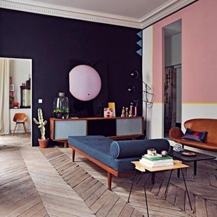Wohnzimmer mit jarhe 50 Einflüssen