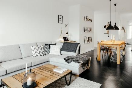 Wohnzimmer mit kühlen skandinavischen Design