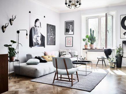 Wohnzimmer mit einer Mischung aus skandinavischen und Vintage-Möbel ...